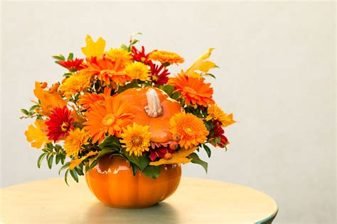 Diy Pumpkin Centerpieces For Halloween Pumpkin With Flowers Centerpieces