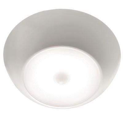 Mr Beams Ceiling Light Mr Beams Mb990 Ultrabright 300 Lumen Led Ceiling Light Mb990 Wht 01 The Home Depot