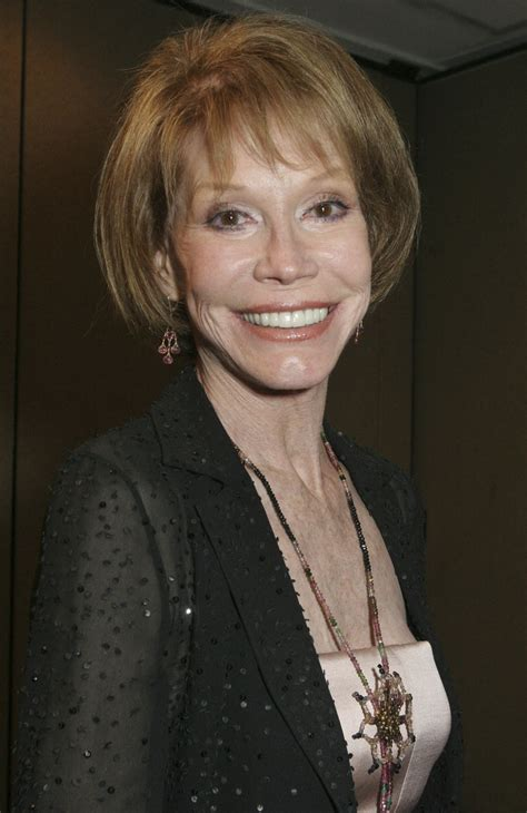 postscript mary tyler moore the new yorker actress mary tyler moore was force of nature icon for