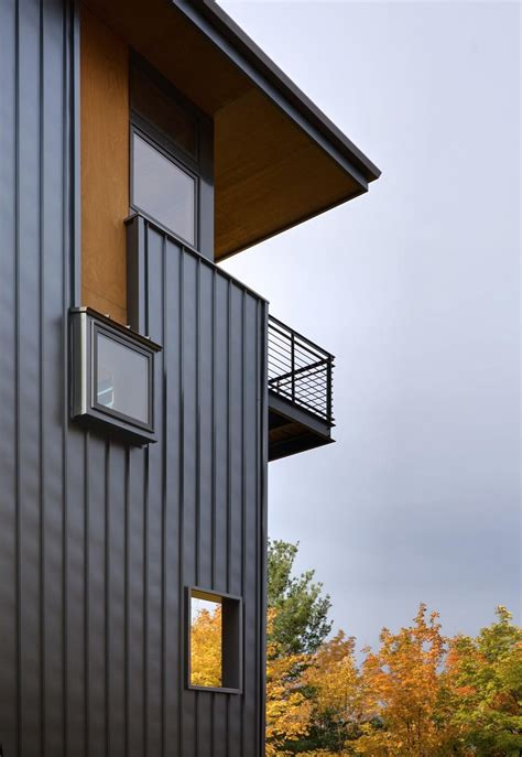 Modern Looking Houses 4 Storey Tall House Reaches Above The Forest To See The