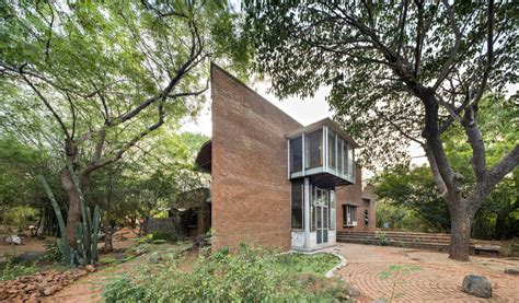 auroville house designs the wall house at auroville by anupama kundoo architects architecturelive