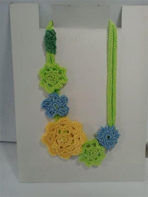 fiori fatti con l uncinetto collana verde mela con fiori fatti all uncinetto