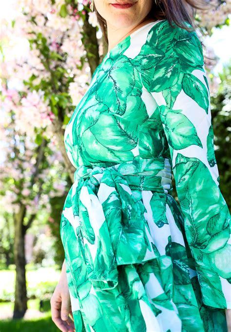 Maxi Leaf palm leaf print maxi dress isn t that charming
