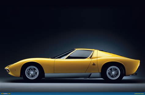 classic lamborghini wallpaper lamborghini miura sv photos news reviews specs car
