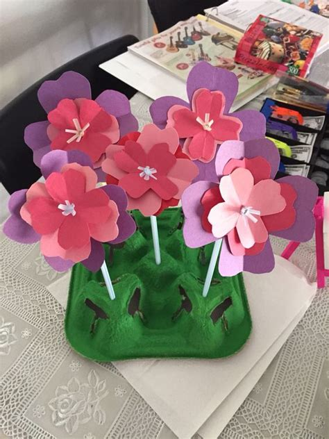 Make Flowers Out Of Construction Paper - construction paper straws and flower on