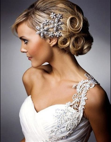 Wedding Hairstyles With Tiara And Veil Pictures by Bridal Hairstyles For Curly Hair 7 Wedding Hairstyles