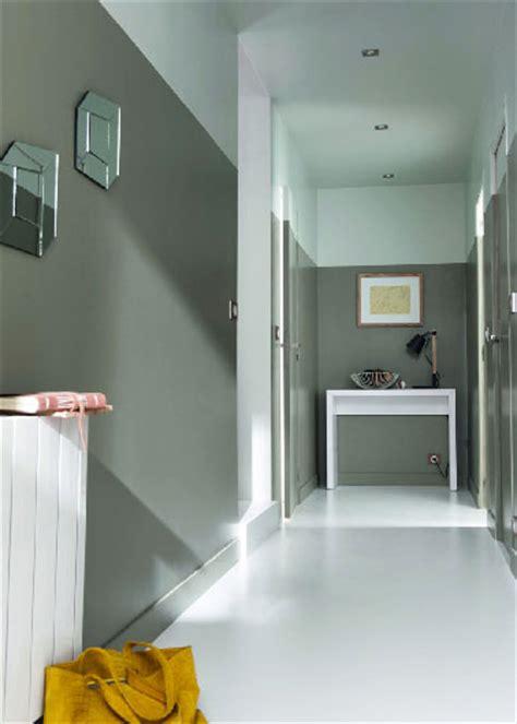 idee deco couloir avec escalier d 233 co couloir peinture et couleur des id 233 es d am 233 nagement