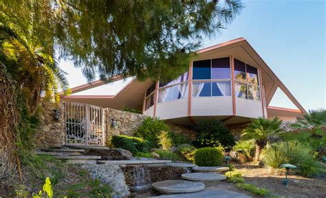elvis honeymoon house elvis presley s mid century honeymoon retreat for sale zillow porchlight