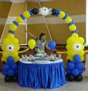 como hacer minions de globos decoraci 243 n para fiestas 187 decoraci 243 n de minions con globos 1