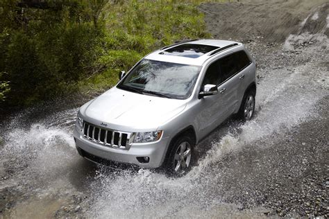 jeep cherokee sunroof new jeep grand cherokee rolls off the line nikjmiles com