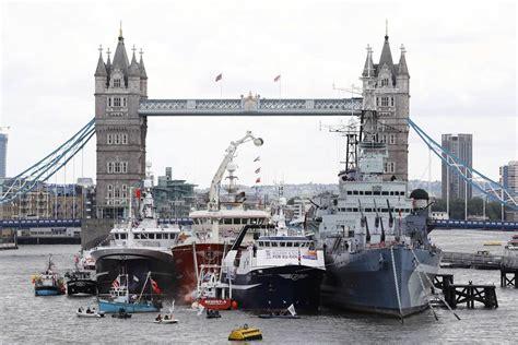 thames river battle brexit battle plays out on london s river thames nbc news