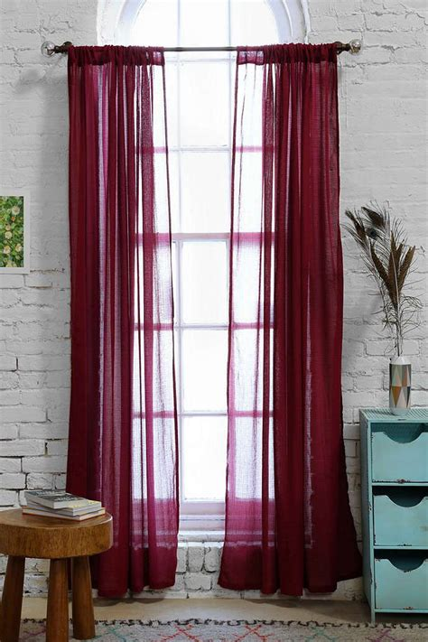 maroon curtains for bedroom best 25 maroon bedroom ideas on pinterest maroon room