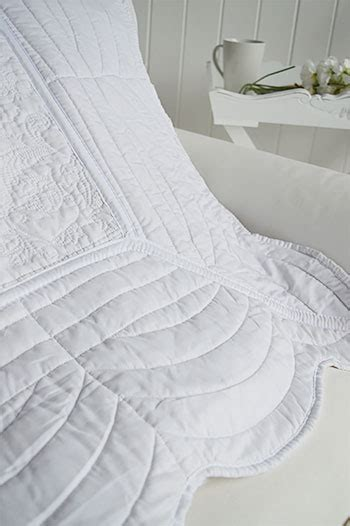 White Quilted Bed Throw by White Quilt For A Throw Or Bedding