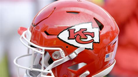 kansas city chiefs fan site chiefs fan says he buried kc flag las vegas raiders
