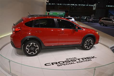 crosstrek subaru red 2017 subaru crosstrek red 200 interior and exterior images