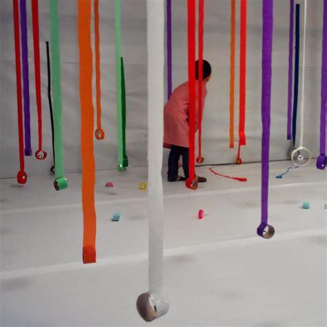 imagenes sensoriales sonoras tiras de colores instalaciones de juego pinterest de