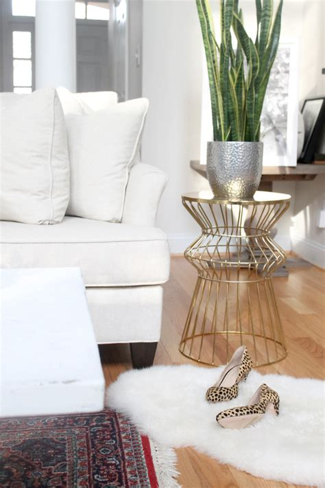 white cottage coffee table how to distress a shabby chic coffee table the easy way
