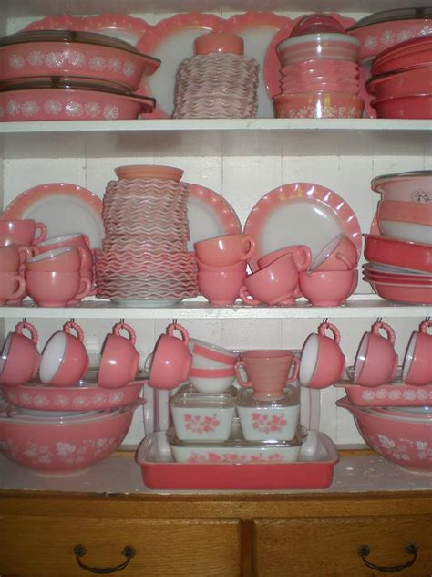 Pink Retro Kitchen Collection by Pink Thing Of The Day Pink Vintage Pyrex Collection The