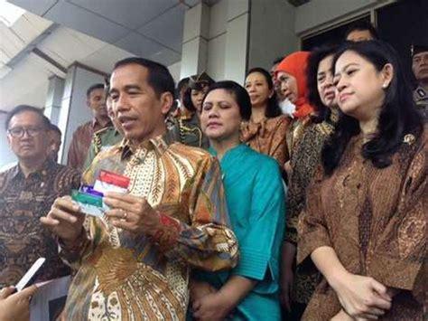 detik news jokowi apa itu kartu indonesia sehat kartu keluarga sejahtera