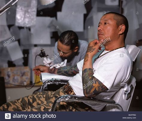 traditional japanese tattoo artist yakuza stock photos yakuza stock images