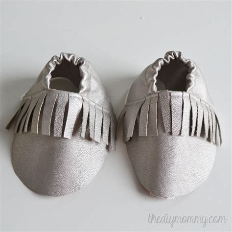 diy leather baby moccasins free tutorial and pattern for fringed baby moccasins