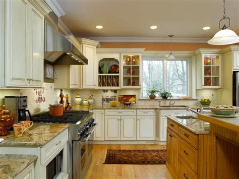 Small Country Kitchen Decorating Ideas by Off White Kitchen Cabinets With Contrasting Island