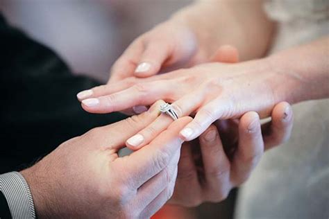Wedding Rings In Las Vegas by Wedding And Engagement Ring At Chapel Of The Flowers