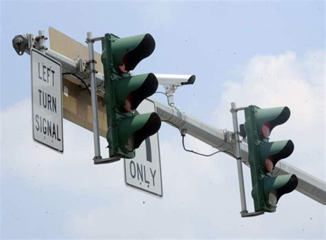 baton rouge red light cameras cash grab only about half pay under baton rouge s red