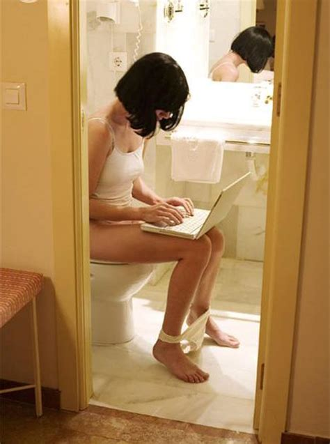 what do men do in the bathroom 6 traumatizing yet hilarious things women do in front of