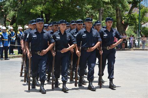 cobro de la policia prov salta robaron el uniforme de un polic 237 a en pleno centro de