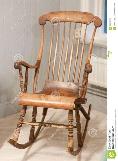 alter schaukelstuhl oude schommelstoel stock foto afbeelding bestaande uit