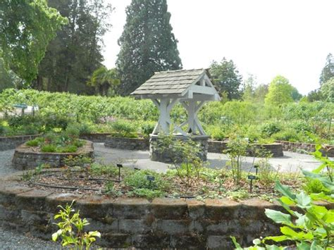 pt defiance boathouse wishing well in lower rose garden picture of point