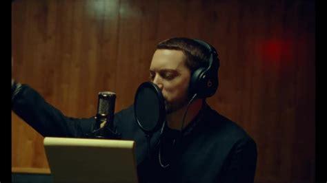 film met eminem beats headphones in river by eminem ft ed sheeran 2018