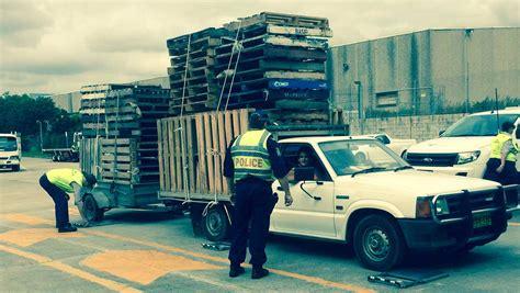 wtf overloaded hauler 3 car trailer 5th wheel crazy under overloaded trailer autos post