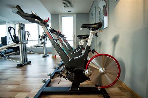 spinning a casa bicicleta en casa para adelgazar rutina de bicicleta