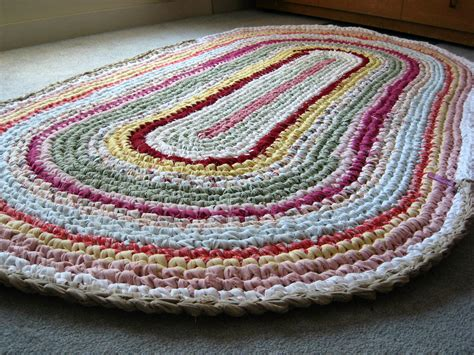 toothbrush rag rug tutorial toothbrush rug a fantastic tutorial from one to another the comments are a big