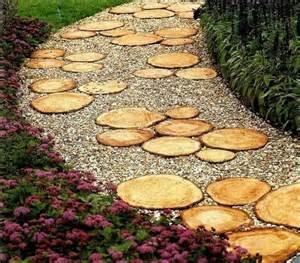 chemin de jardin bricolage en bois un guide et des id 233 es