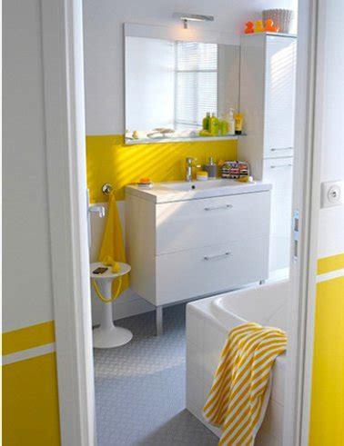 Bien Cuisine Jaune Et Blanche #6: Salle-de-bain-couleur-jaune-peinture-mobilier-blanc-sol-pvc-gris-castorama.jpg