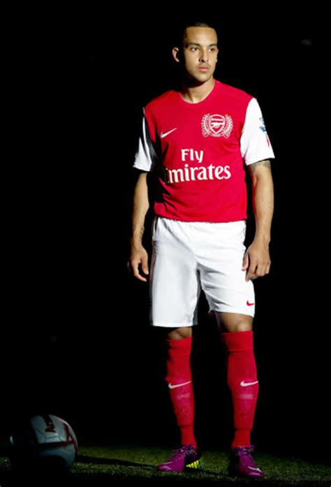 Jersey Arsenal Away 1112 arsenal 11 12 home shirt unveiled footy headlines