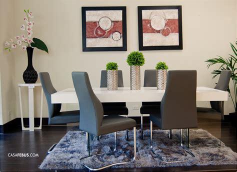 hermoso conjunto de comedor  mesa blanca  sillas de
