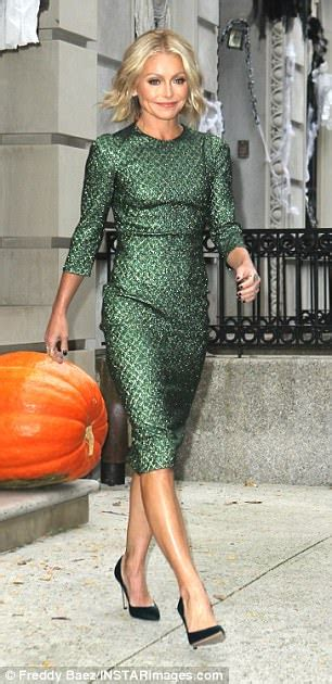 kelly ripa green polish kelly ripa leaves apartment in green frock in nyc daily