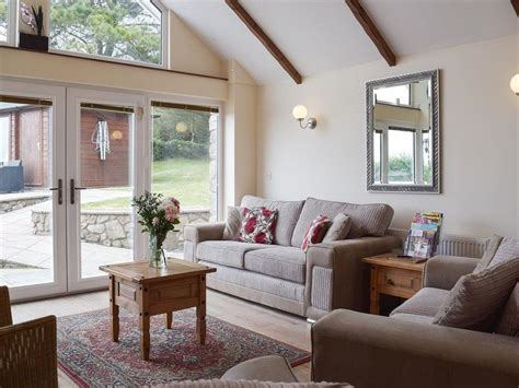 the living room swansea brynymor cottage ref uk6315 in llangennith near swansea glamorgan cottage weekend and