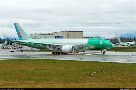 hl8005 korean air cargo boeing 777f at everett snohomish county paine field photo id