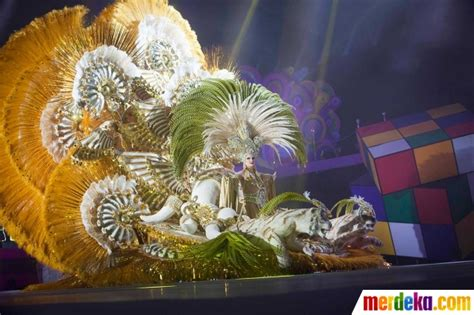 desain gaun karnaval foto parade gaun puluhan kilogram di karnaval santa cruz