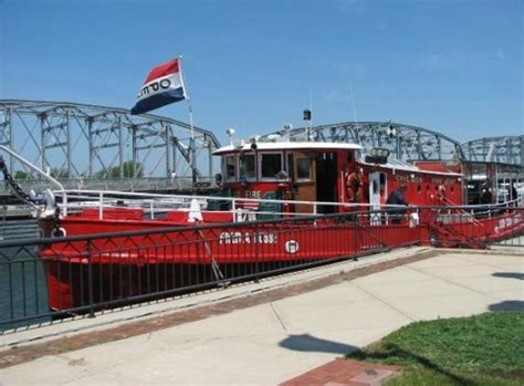 fireboat door county sturgeon bay ship canal north pierhead light wi picture