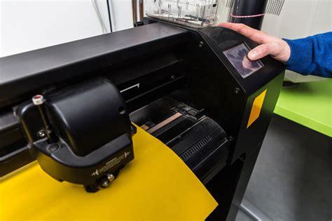 printing vinyl photos custom vinyl printing on t shirts and uniforms atlanta