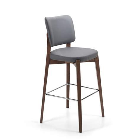 sgabelli imbottiti con schienale sgabelli in legno metallo e imbottiti ideali per
