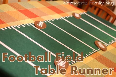 make a football field table runner for gameday and