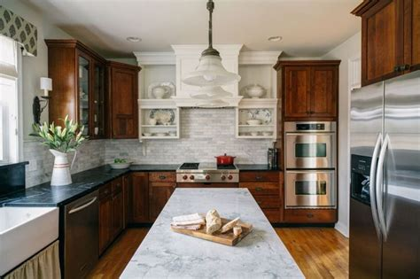 two tone cherry kitchen cabinets 507 best farm and country kitchen images on