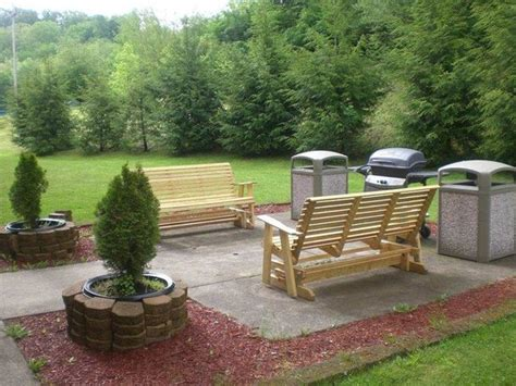 outdoor sitting area picture of hton inn buckhannon